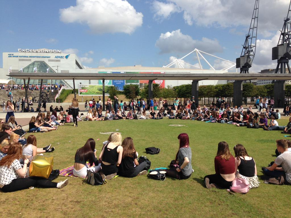 Minecon meetup circle #JOINTHECIRCLE http://t.co/ZKqOa4Jel6