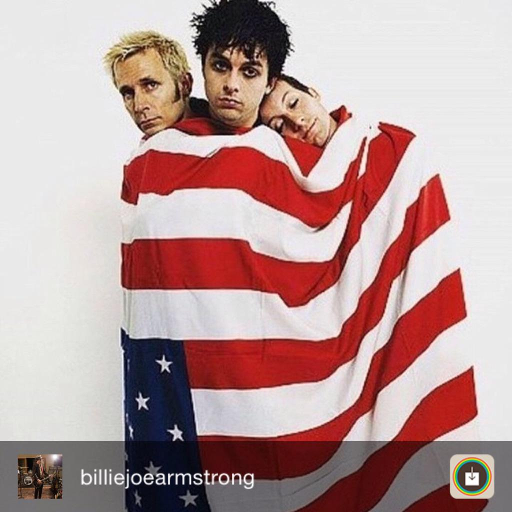 Billie Joe dalam akunnya mengucapkan 'Happy 4 July!! #patriotsandexpats http://t.co/Rq6dMVjWgx