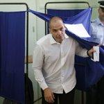 """Varufakis: """"El pueblo griego no tiene la culpa de los enormes fracasos del eurogrupo"""" http://t.co/WgCcNZDvP1 http://t.co/ceHG6DXDre"""