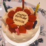 今日はBREAKERZ、ギタリスト  AKIHIDEのバースデー!  いつもカッコいいギターを奏でる最高のメンバー!!  おめでとうございます!!  今年は突っ走りましょう!  先日お祝いしたぜえ!(///ω///)♪ http://t.co/35ivQTM94g
