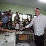 """Votó el ministro de Economía griego: """"El euro y la democracia son compatibles"""" http://t.co/631VvsOmIe http://t.co/qtAOSJ540Z"""