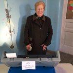 Acompañando a mi abuela a votar, un ejemplo de lo lindo que es vivir en democracia #Orgullo http://t.co/4BM4KJUf9r