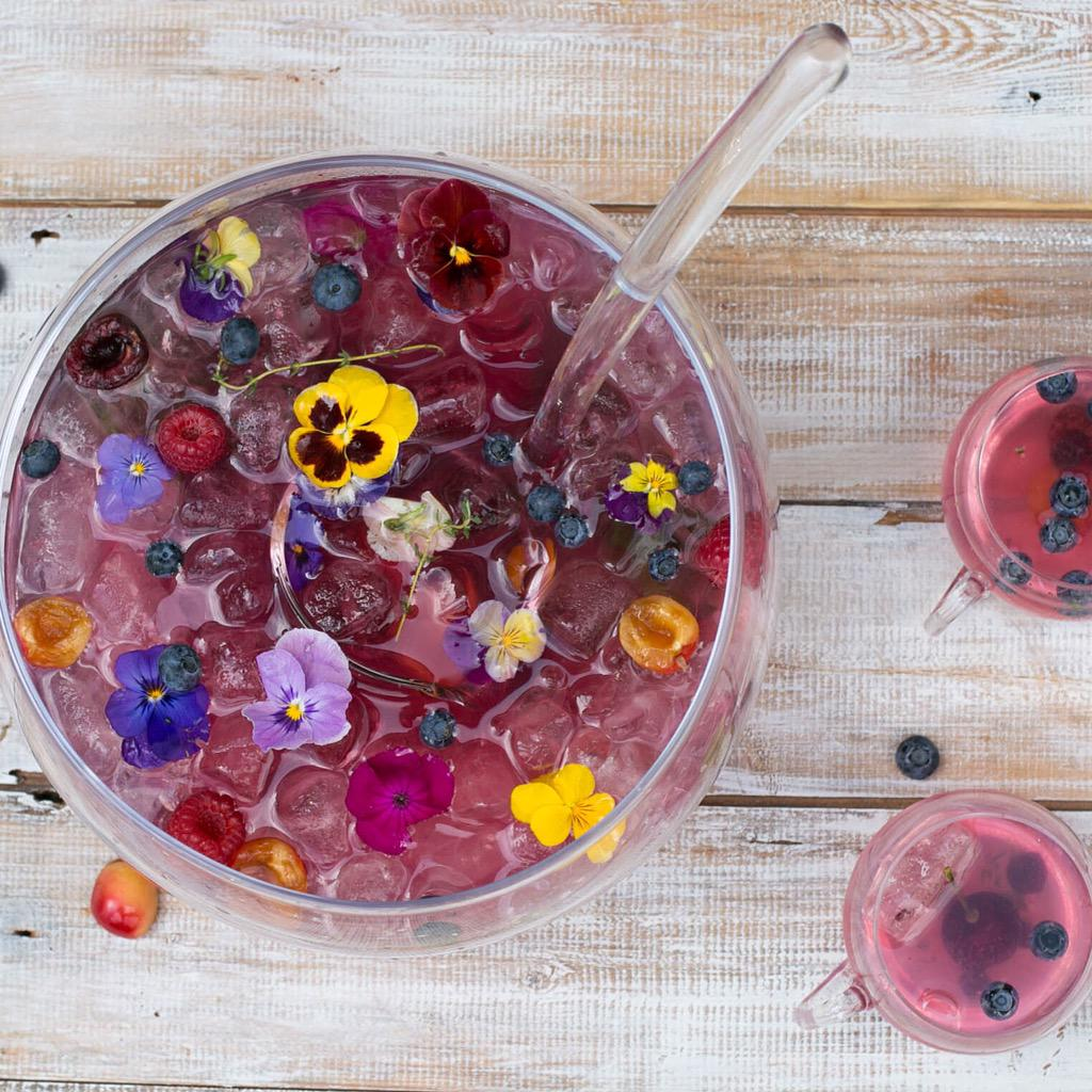 Summer Fruit Punch non-alcoholic & has no added sugar, so it's perfect for the whole family http://t.co/e4gbzGyFHi http://t.co/ZdhWTQvy2I