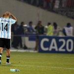 "#CopaAmérica: La imagen más triste de @Mascherano y la ""tortura"" de no ganar copas http://t.co/NvTkgo0Eir http://t.co/k8BmXfb0ug"