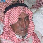 #صور_مؤثرة.. والد #الشهيد_عوض_المالكي الذي استشهد وهو صائم يوم الجمعة في #الطائف يبكي حزنا وألماً على فراق ابنه. - http://t.co/nKq2jG5ZAZ