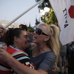 Supporters of the No campaign are starting to celebrate in Athens http://t.co/RM00MLiMKY #greekreferendum http://t.co/DdubkyzM4R