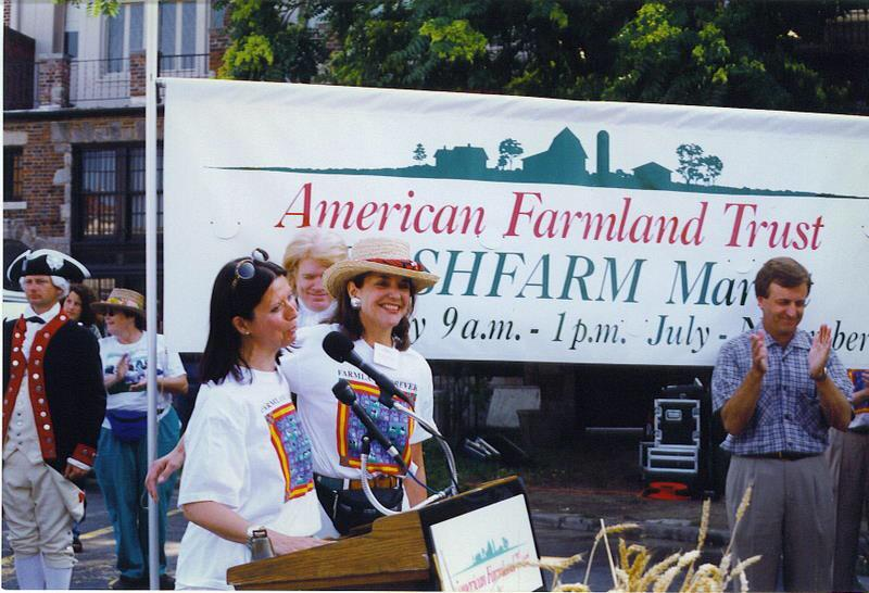 Founders Ann Yonkers & Bernie Prince kicking off the 1st day of @FRESHFARMDupont. RT if you love what they started ❤️ http://t.co/GjPvIvYFeB