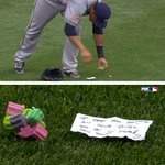 VIDEO: Brewers' Carlos Gomez leaves a note & gum for Reds' Billy Hamilton in outfield http://t.co/eaFpHsDv49 http://t.co/0zK8xzAo3D