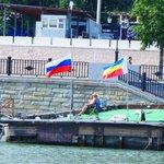 А вот понтон и флаг Российский, И рядом реет флаг Донской, Спускал с него свою байдарку, Тогда, когда был молодой http://t.co/Da2untiOlS