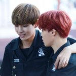 ????150705 인기가요 미니팬미팅 #방탄소년단 #태형 #지민 #V #JIMIN @BTS_twt friendship is a beautiful thing http://t.co/Jf2H8jqs5K