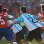 FOTAZA. Pastore le reclamó al árbitro porque Valdivia le tiró la camiseta. Mentiroso! JAJAJA (via @HjaraUlloa) http://t.co/1VWk3ZQiT0
