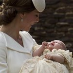 Princesa Charlotte foi batizada em Londres. Festa na familia real inglesa. http://t.co/oENMtpLQyb