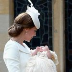Princess Charlotte christened in countryside ceremony on Queens estate http://t.co/DGYudxAkCX http://t.co/gtF9sHxWUu