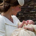 Royal well-wishers get glimpse of Princess Charlotte after her christening. http://t.co/3d0crEz4S1 http://t.co/Q6ke1bWVZa