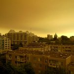 Those arent only clouds rolling in over downtown #Victoria. #smoke #sechelt http://t.co/s3QaxlAPen