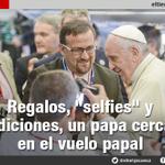 #Ecuador>En los pasillos del avión el #papa Francisco bendijo, bromeó y recibió regalos. http://t.co/TA1uT1jyQL http://t.co/TBKDwmZUEh