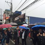 Line at the MRT North Ave. Station as of 7am. (Photos via @JohnsonDZMM) http://t.co/J4op3UuwBr