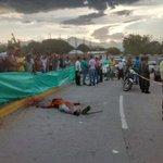 Sicarios asesinaron a un hombre en La Pilonera Mayor, a plena luz del día en @TuValledupar @El_Pilon http://t.co/y4sZbnWCB5
