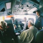 Vuelo del #papaFrancisco está a punto de llegar a territorio ecuatoriano. http://t.co/VwPJntEVhw