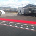 RT @rgrvelez: Alfombra roja para recibir a #FranciscoenEcuador en aeropuerto de #Quito http://t.co/onN54lER7a