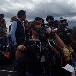 Ansiedad y tensión en la prensa nacional e internacional a pocos minutos de la llegada de #PapaFranciscoEnEcuador http://t.co/XApmavpqXu