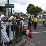 Fieles podrán recibir al Papa Francisco frente a la Nunciatura Apostólica. http://t.co/AHn2DWffhn #Quito http://t.co/I0BWJ5CewH
