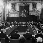 В 1953 году, Германии простили 63% долгов. Среди стран подписавших договор были Греция и Испания. #Grefenderum http://t.co/2O00mF8kL1