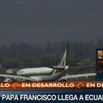 #LAFOTO   @Pontifex_es toca suelo ecuatoriano a esta hora #FranciscoPorAmérica   Ver aquí: http://t.co/tqMKHfl0b4 http://t.co/7XZ3MTdM3l