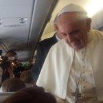 ¡Bienvenido @Pontifex_es a Ecuador! Siga aquí la transmisión EN VIVO->http://t.co/fuBGDOgiXs #FranciscoEnEcuador http://t.co/GhWC7sFYJb