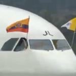 [ #Atención ] Avión del #papaFrancisco detuvo su marcha en la pista del Mariscal Sucre » http://t.co/eLU9p2TJNm http://t.co/n5cT178VRj