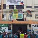 En av. Granados y 6 de Diciembre cuelgan carteles con mensajes al Papa en la Conaie. #FranciscoenEcuador http://t.co/tsNelYuTIR vía @Vrooss