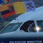 Nuestro tricolor ondea en avión que trae al #PapaFrancisco a territorio ecuatoriano #FranciscoenEc @Gamanoticiasec http://t.co/Koji0ssjcS