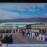 15h02: El Papa Francisco aun no sale del avión de Alitalia en el aeropuerto Mariscal Sucre. http://t.co/QAVTnRNWf6