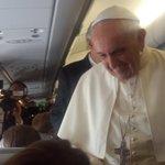 El Papa Francisco llega al Ecuador con un mensaje de alegría y reconciliación. Pronunciará un pequeño discurso. http://t.co/HeuQOH9grF