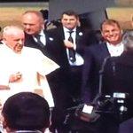 15h06: El Papa Francisco ya está en #Ecuador. http://t.co/PjeVb3GZ8Y