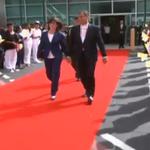 .@Pontifex_es baja del avión en #Quito y es recibido por el Presidente @MashiRafael #Ecuador #FranciscoEnEC http://t.co/0VwrecQynG