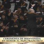 Coros entonan himno de El Vaticano en honor al @Pontifex_es #ElPapaEcuavisaYyo http://t.co/1dHEhwTDVX