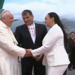 Autoridades del Estado e Iglesia saludan al Papa #FranciscoEnEc http://t.co/eM41SOyjnL