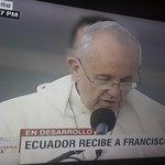 """""""Desde aquí quiero abrazar al Ecuador entero..."""" .@Pontifex_es #PapaFranciscoEnEcuador http://t.co/qAV9H6Wol0"""