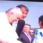 El Sol es Jesucristo y si la iglesia se aparta del Sol, se vuelve oscura, dijo el Papa Francisco ya en #Ecuador. http://t.co/QAxobiix9Q