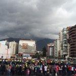Así luce la Portugal y 6 de Diciembre en #Quito a la espera del papa Francisco. #FranciscoEnEC http://t.co/7IrNCeqnQE