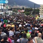 Cientos de fieles esperan al #PapaFrancisco en los exteriores de la Nunciatura » http://t.co/1rNYHDUZhb http://t.co/TSYoaEz5zP