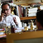 Entretiens téléphoniques du président @fhollande avec @atsipras puis avec A. Merkel à la suite du référendum en Grèce http://t.co/Po0hoHMD2h