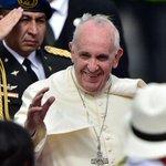 """Papa insta a """"diálogo y participación sin exclusiones"""" en Ecuador http://t.co/OQCxThl2r7 http://t.co/qi8tl94CmD"""