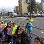 """Los fieles en la Av. 6 de Diciembre esperan la llegada del Papa Francisco cantando """"Bienvenido Bienvenido..."""" http://t.co/gOjdvxc1TW"""