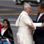 #GALERÍA La llegada del papa a Ecuador en imágenes. http://t.co/cuQKjs9IJm http://t.co/XlhoDbhEnz