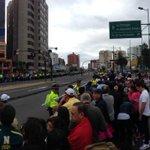 Los fieles se agrupan en la av. 6 de diciembre y Bosmediano Vía @karlospancho http://t.co/emnhZNhpb2 #FranciscoEnEcuador