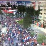 [AHORA] Gran cantidad de fieles esperan a #FranciscoenEc fuera de la Nunciatura cc. @ECU911Quito http://t.co/wXWI7yNjCs