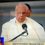 """La frase histórica de #FranciscoenEcuador: """"El pueblo ecuatoriano se ha puesto de pie con dignidad"""". http://t.co/g6MCybJAqb"""
