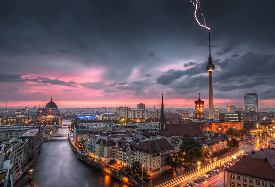 Berlin hit by a massive thunderstorm to end the endless days of sweltering heat. The work of Zeus? #greekreferendum http://t.co/UnlPaeQQte